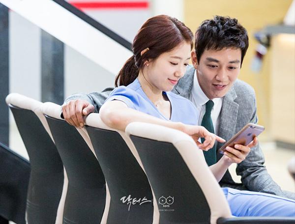 """Xem hậu trường """"Doctors"""", cứ ngỡ Kim Rae Won – Park Shin Hye yêu nhau thật rồi! - Ảnh 9."""