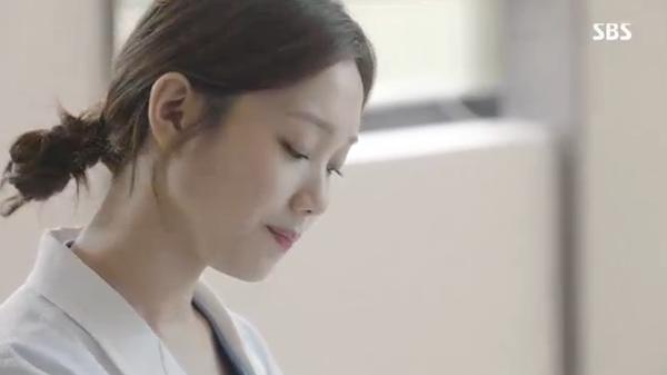Doctors: Ngày Lee Sung Kyung chơi đểu Park Shin Hye cuối cùng cũng đến - Ảnh 1.