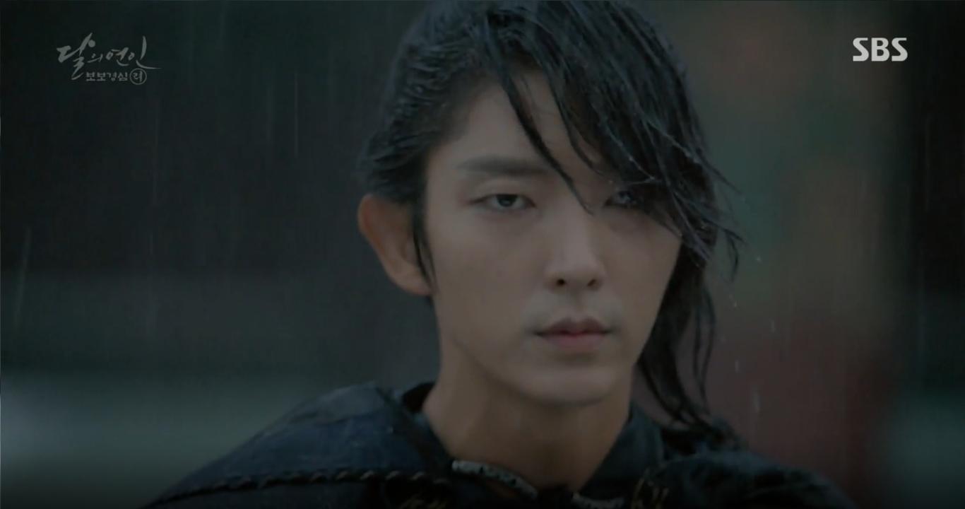 """Moon Lovers: """"Anh Tư"""" Lee Jun Ki tái hiện lại cảnh che mưa kinh điển trong Bộ Bộ Kinh Tâm! - Ảnh 29."""