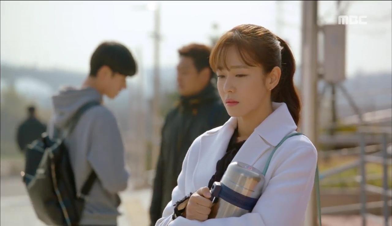 """""""Tiên Nữ Cử Tạ"""": Ngỡ được Lee Sung Kyung hôn, Nam Joo Hyuk đưa mặt hưởng thụ và nhận cái kết bất ngờ - Ảnh 25."""