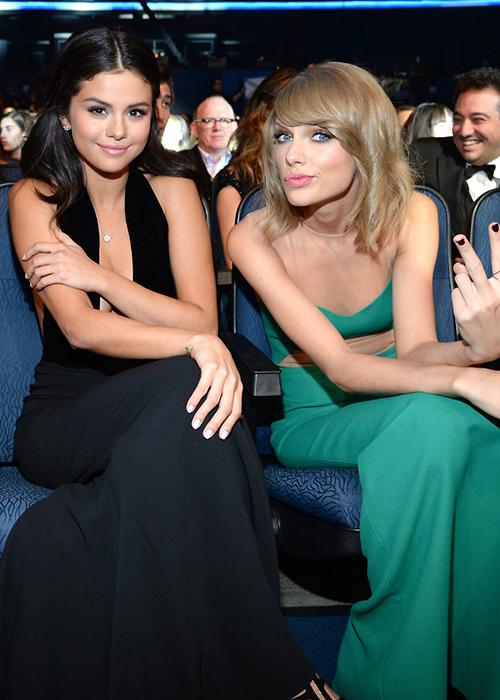 Selena Gomez chuẩn bị viết sách vạch trần tính cách xấu xa của Taylor Swift? - Ảnh 2.