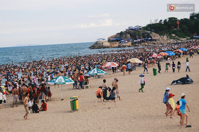 Tháng cao điểm hè 1 triệu khách đã đến Sầm Sơn, và đó là lý