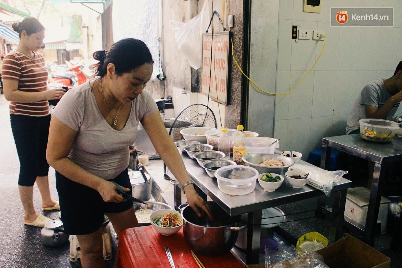 Quán miến trộn mực vừa ngon vừa thân thiện, hút khách Hà Nội 10 năm qua - Ảnh 5.