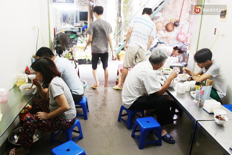 Quán miến trộn mực vừa ngon vừa thân thiện, hút khách Hà Nội 10 năm qua - Ảnh 4.
