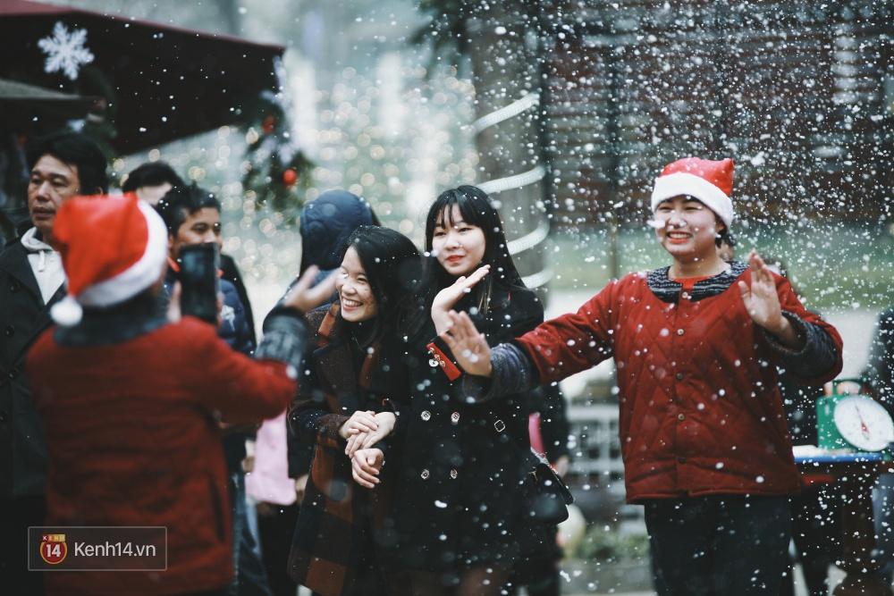 Có ai vừa tận hưởng Giáng sinh tại Lễ hội Tuyết lớn nhất Sapa 2016 không? - Ảnh 12.
