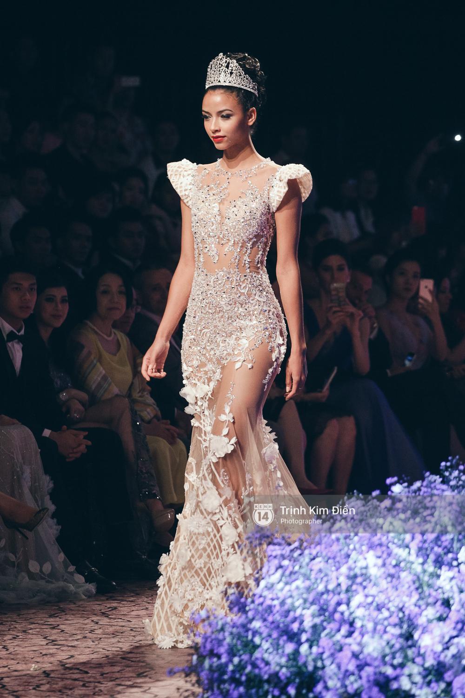 Kỳ Duyên, Phạm Hương đọ trình catwalk trong show thời trang cùng loạt mẫu đình đám - Ảnh 6.