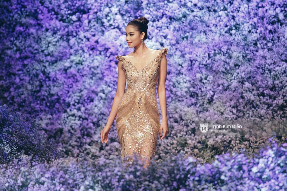 Kỳ Duyên, Phạm Hương đọ trình catwalk trong show thời trang cùng loạt mẫu đình đám - Ảnh 4.