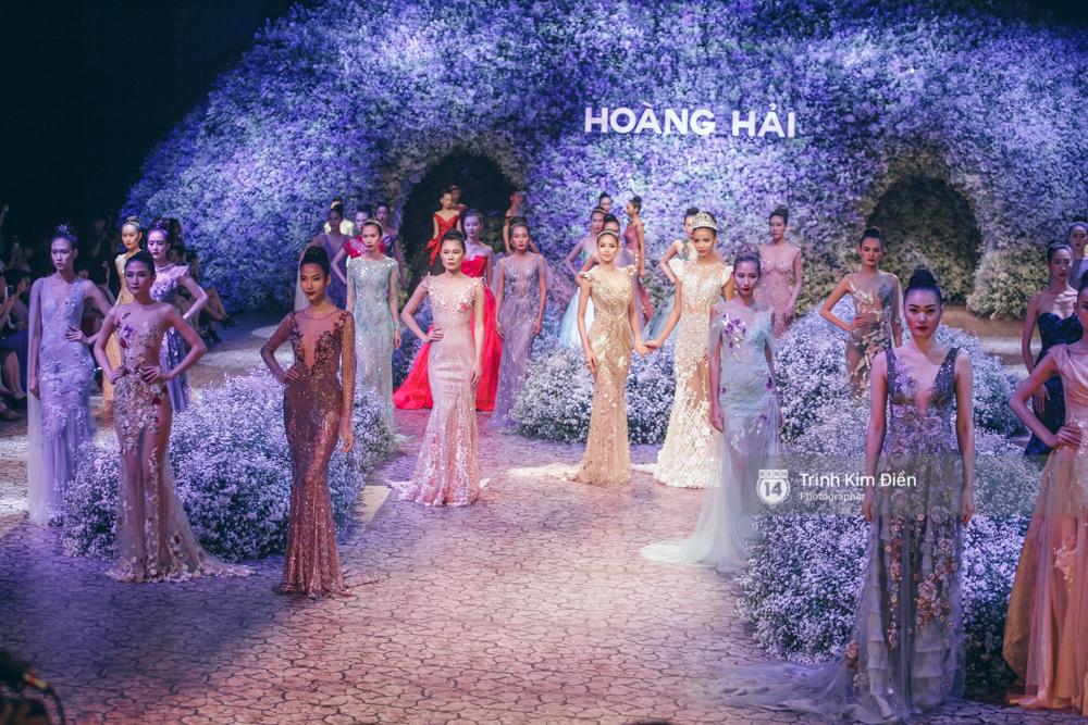 Kỳ Duyên, Phạm Hương đọ trình catwalk trong show thời trang cùng loạt mẫu đình đám - Ảnh 24.