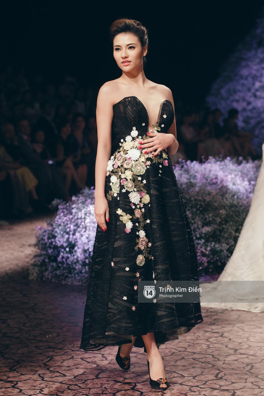 Kỳ Duyên, Phạm Hương đọ trình catwalk trong show thời trang cùng loạt mẫu đình đám - Ảnh 7.