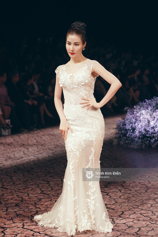 Kỳ Duyên, Phạm Hương đọ trình catwalk trong show thời trang cùng loạt mẫu đình đám - Ảnh 8.