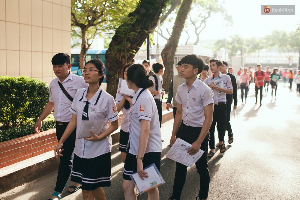 Gần 900.000 thí sinh làm thủ tục chính thức bước vào kỳ thi THPT Quốc gia - Ảnh 3.