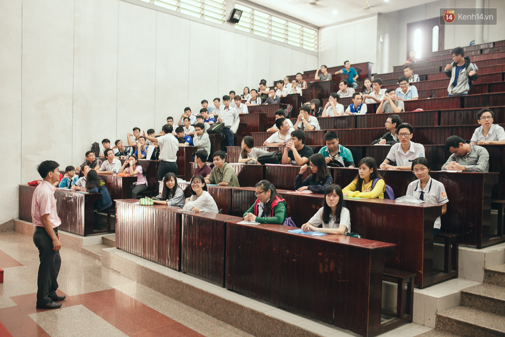 Gần 900.000 thí sinh làm thủ tục chính thức bước vào kỳ thi THPT Quốc gia - Ảnh 13.