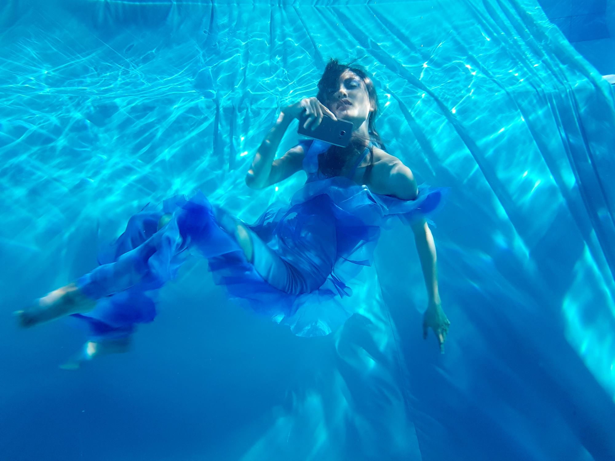 Next Top Model: Không phải cứ chụp ảnh dưới nước là trở thành thảm họa như ở Việt Nam! - Ảnh 14.