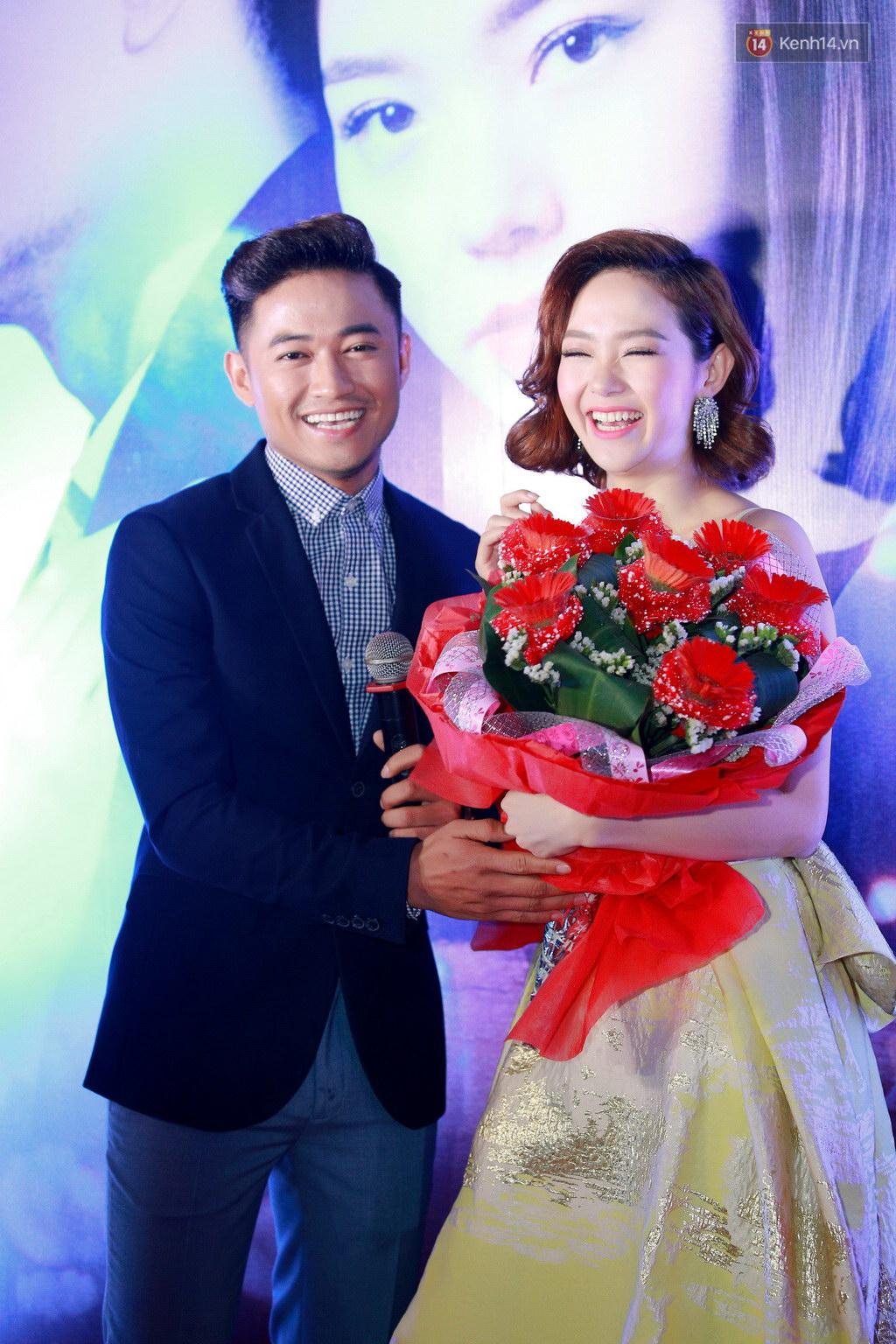 Fan Hà Nội vây quanh đôi tình nhân Minh Hằng - Quý Bình tại họp báo - Ảnh 4.