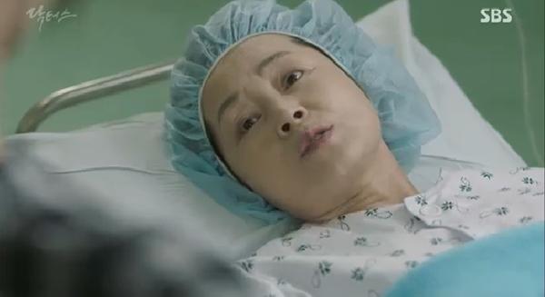 """""""Doctors"""": Ji Soo siêu ngầu, cướp Park Shin Hye từ tay Kim Rae Won - Ảnh 24."""