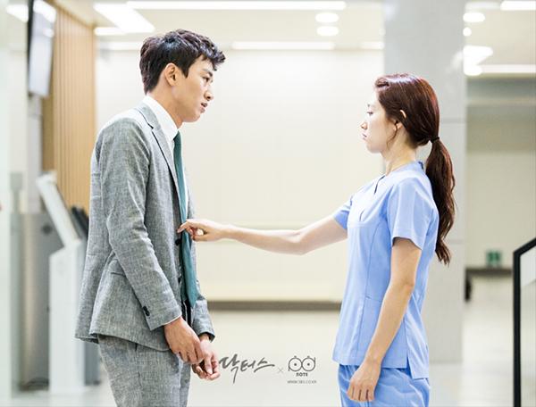 """Xem hậu trường """"Doctors"""", cứ ngỡ Kim Rae Won – Park Shin Hye yêu nhau thật rồi! - Ảnh 10."""