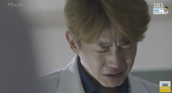 """Doctors"": Scandal của Kim Rae Won, Park Shin Hye có nguy cơ bị ""đào mộ"" - Ảnh 23."