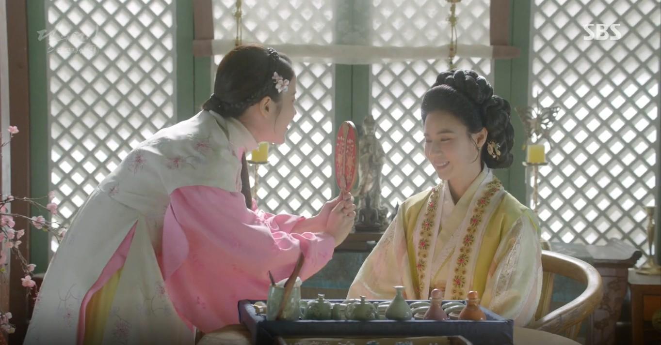 Moon Lovers: Đánh nhau chán chê, hoàng tử Baekhyun lại đột nhiên phải lòng IU - Ảnh 16.