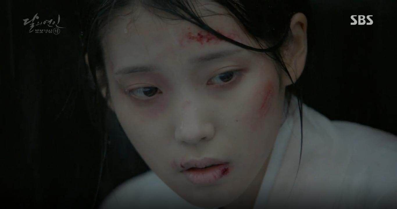 """Moon Lovers: """"Anh Tư"""" Lee Jun Ki tái hiện lại cảnh che mưa kinh điển trong Bộ Bộ Kinh Tâm! - Ảnh 30."""