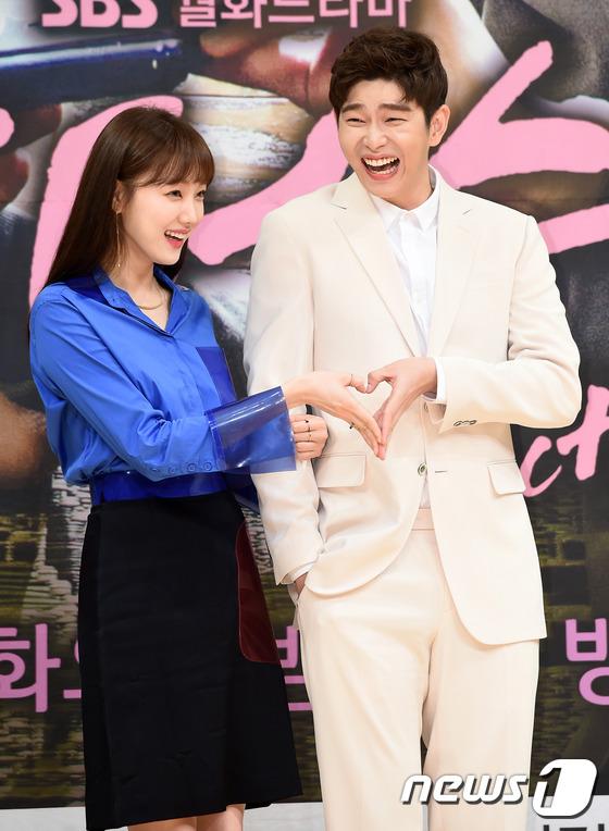 Park Shin Hye bị Lee Sung Kyung ghen tị vì Kim Rae Won - Ảnh 23.