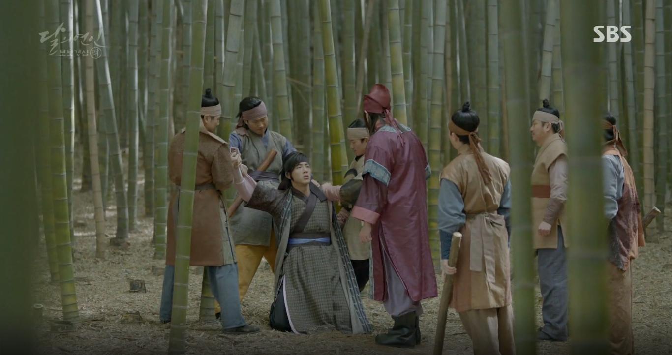 Moon Lovers: Tứ hoàng tử Lee Jun Ki thêm một lần xuất hiện kịp thời giải cứu IU - Ảnh 15.
