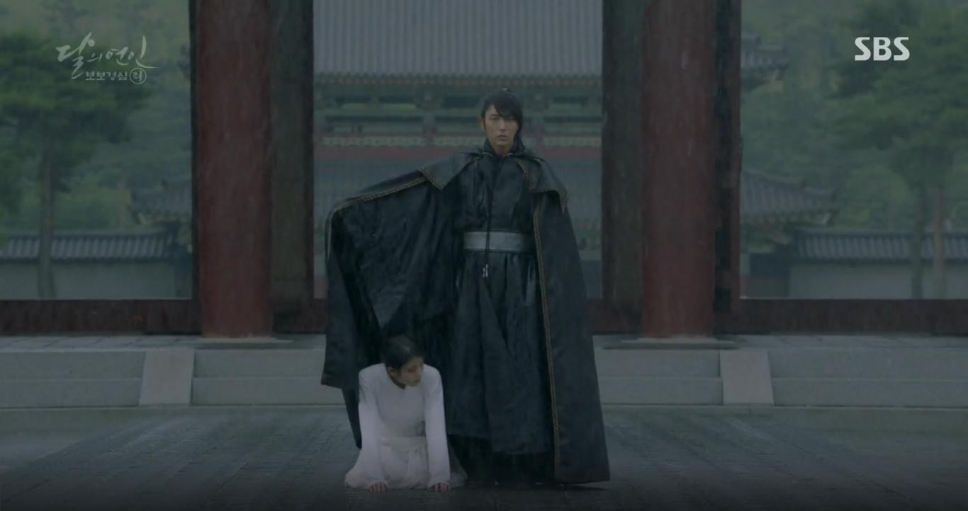 """Moon Lovers: """"Anh Tư"""" Lee Jun Ki tái hiện lại cảnh che mưa kinh điển trong Bộ Bộ Kinh Tâm! - Ảnh 31."""