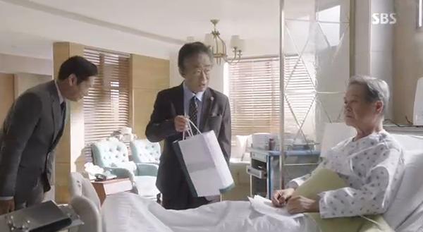 Doctors: Ngày Lee Sung Kyung chơi đểu Park Shin Hye cuối cùng cũng đến - Ảnh 26.