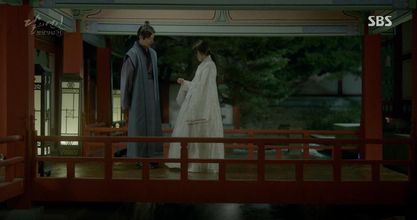 Moon Lovers: Tứ hoàng tử Lee Jun Ki thêm một lần xuất hiện kịp thời giải cứu IU - Ảnh 6.