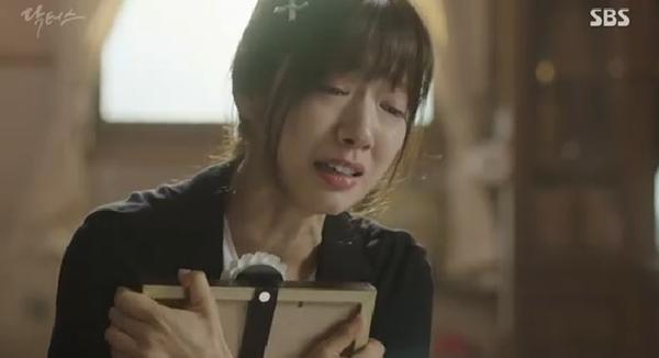 """""""Doctors"""": Ji Soo siêu ngầu, cướp Park Shin Hye từ tay Kim Rae Won - Ảnh 29."""