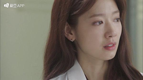 """""""Doctors"""": Không nhịn được cười với chuỗi bi kịch của Yoon Kyun Sang - Ảnh 29."""