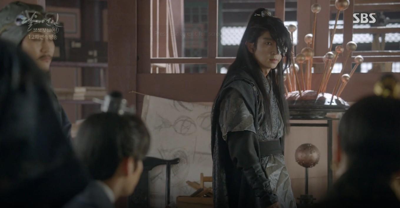 Moon Lovers: Lần đầu gặp gỡ, hoàng tử Lee Jun Ki làm anh hùng cứu mỹ nhân IU - Ảnh 15.