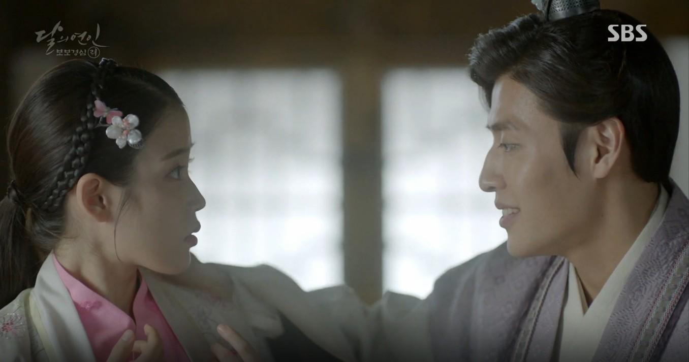 Moon Lovers: Đánh nhau chán chê, hoàng tử Baekhyun lại đột nhiên phải lòng IU - Ảnh 10.
