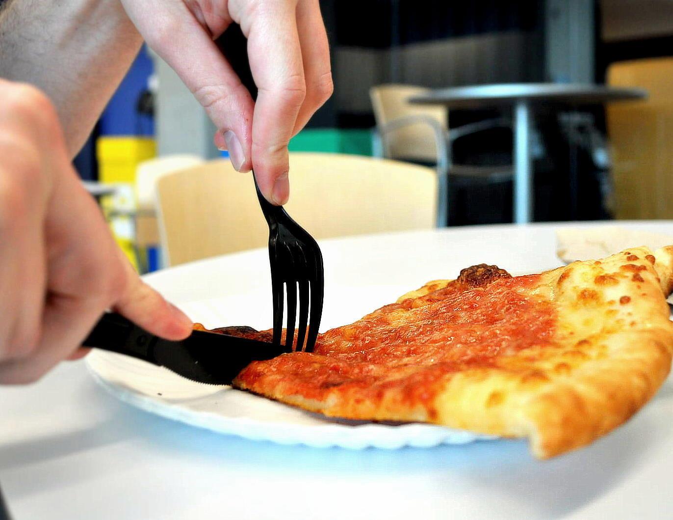 90% chúng ta đang không biết ăn pizza đúng cách - Ảnh 2.