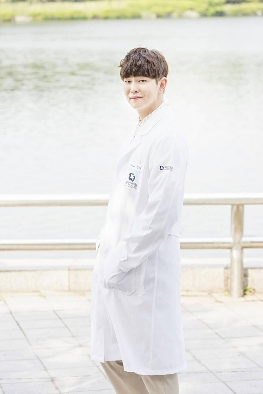 """Park Shin Hye """"hổ báo"""" bẻ tay, tung cước trong teaser mới của """"Doctors"""" - Ảnh 27."""