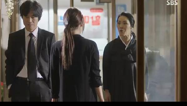 """""""Doctors"""": Ji Soo siêu ngầu, cướp Park Shin Hye từ tay Kim Rae Won - Ảnh 30."""