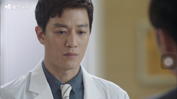 """""""Doctors"""": Không nhịn được cười với chuỗi bi kịch của Yoon Kyun Sang - Ảnh 30."""