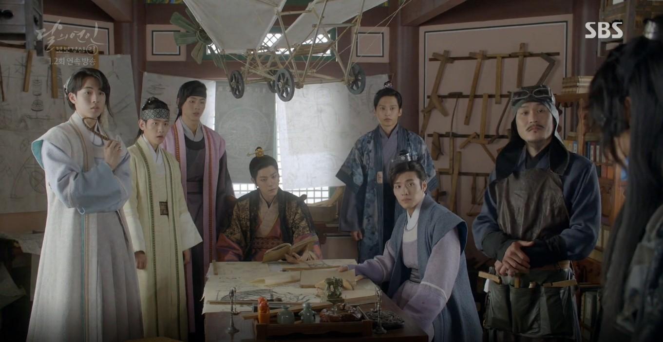Moon Lovers: Lần đầu gặp gỡ, hoàng tử Lee Jun Ki làm anh hùng cứu mỹ nhân IU - Ảnh 16.
