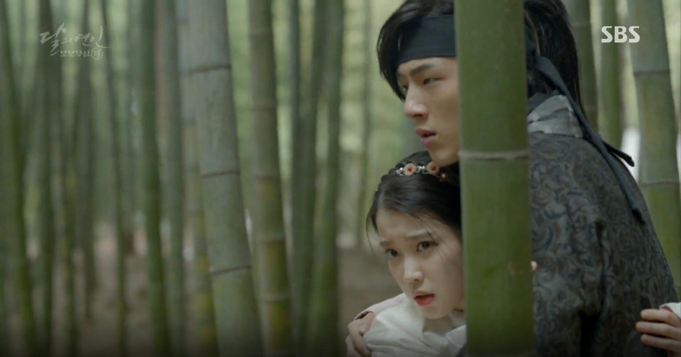Moon Lovers: Tứ hoàng tử Lee Jun Ki thêm một lần xuất hiện kịp thời giải cứu IU - Ảnh 17.