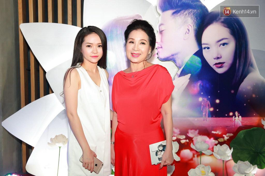Fan Hà Nội vây quanh đôi tình nhân Minh Hằng - Quý Bình tại họp báo - Ảnh 8.