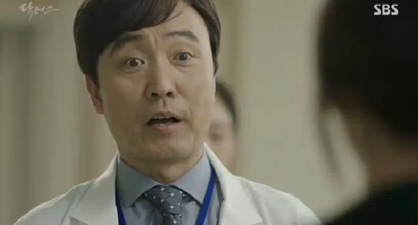 """""""Doctors"""": Ji Soo siêu ngầu, cướp Park Shin Hye từ tay Kim Rae Won - Ảnh 25."""