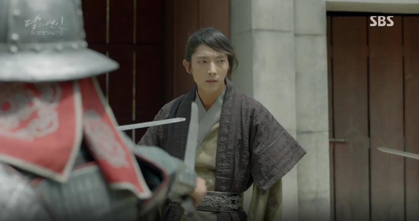 """Moon Lovers: """"Anh Tư"""" Lee Jun Ki tái hiện lại cảnh che mưa kinh điển trong Bộ Bộ Kinh Tâm! - Ảnh 19."""