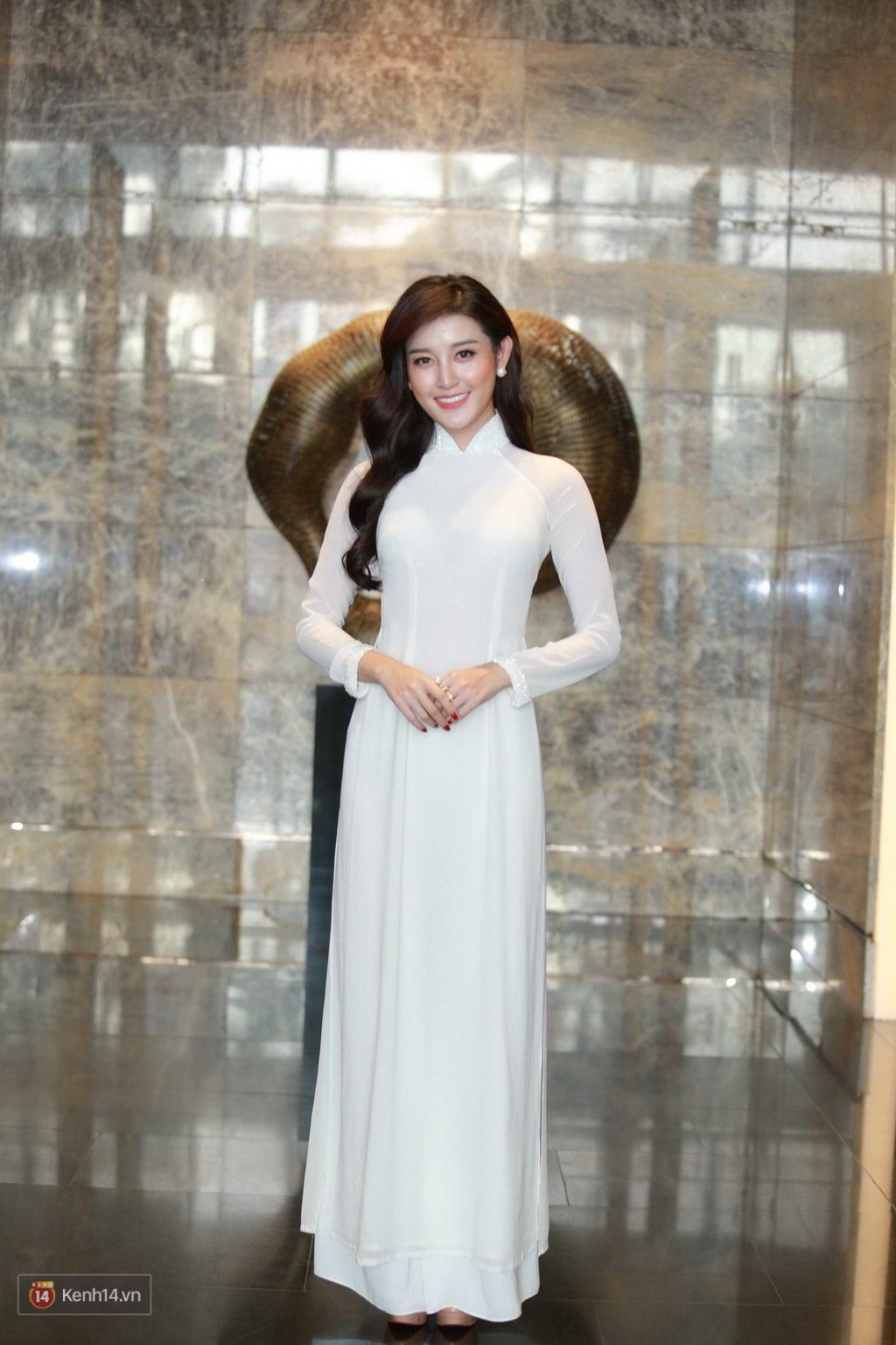 Huyền My diện áo dài trắng, rạng ngời đón tiếp Hoàng tử nước Anh - Ảnh 5.