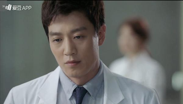 """""""Doctors"""": Không nhịn được cười với chuỗi bi kịch của Yoon Kyun Sang - Ảnh 32."""