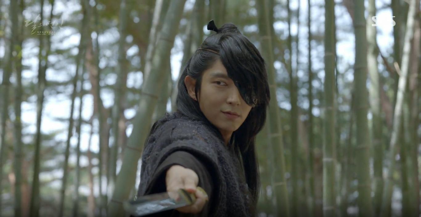 Moon Lovers: Tứ hoàng tử Lee Jun Ki thêm một lần xuất hiện kịp thời giải cứu IU - Ảnh 19.