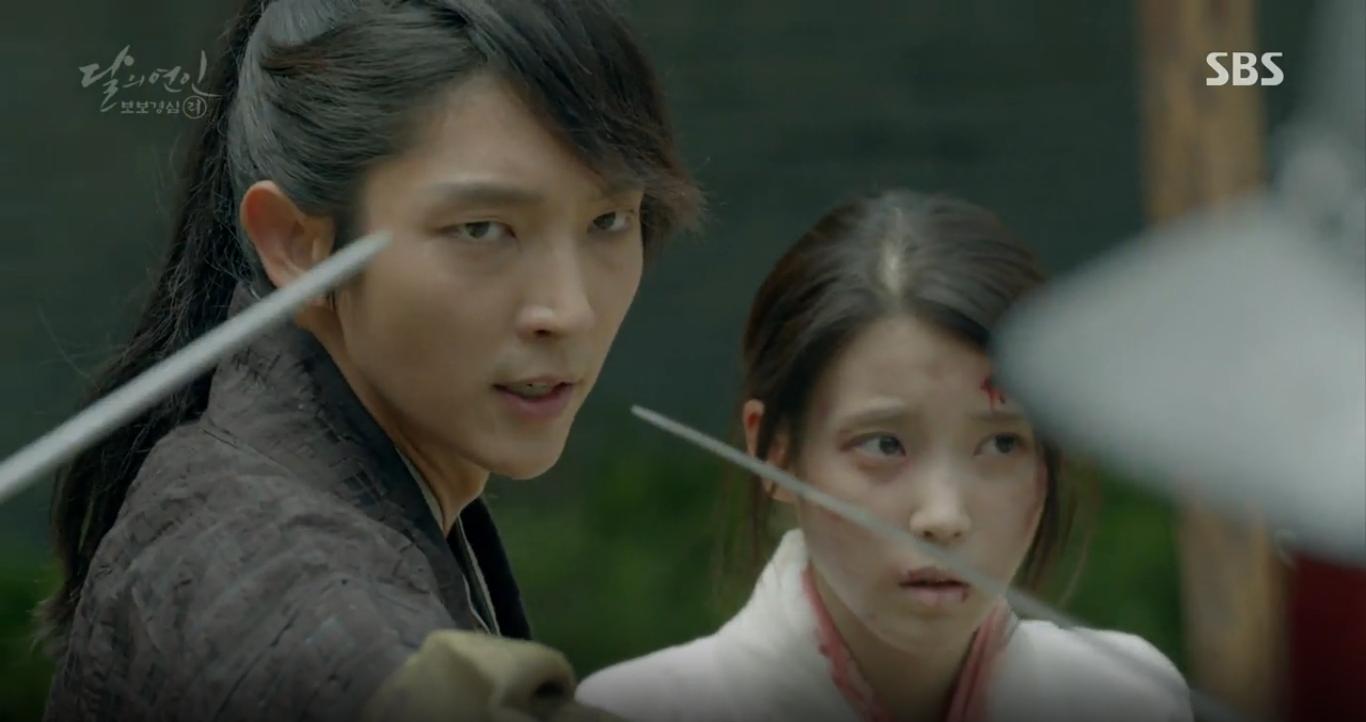 """Moon Lovers: """"Anh Tư"""" Lee Jun Ki tái hiện lại cảnh che mưa kinh điển trong Bộ Bộ Kinh Tâm! - Ảnh 20."""
