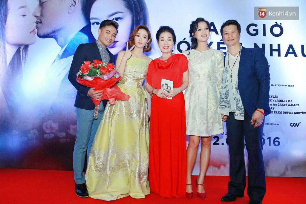 Fan Hà Nội vây quanh đôi tình nhân Minh Hằng - Quý Bình tại họp báo - Ảnh 9.
