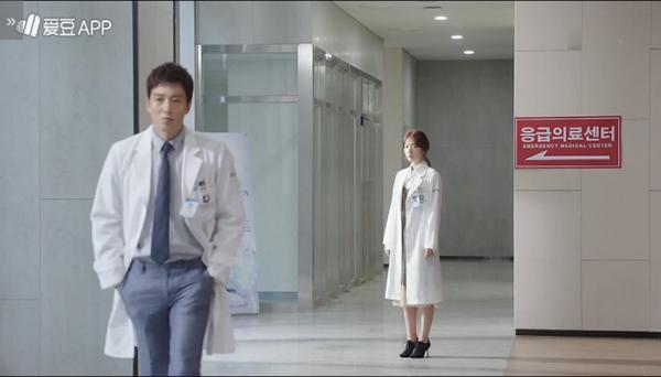 """""""Doctors"""": Không nhịn được cười với chuỗi bi kịch của Yoon Kyun Sang - Ảnh 33."""