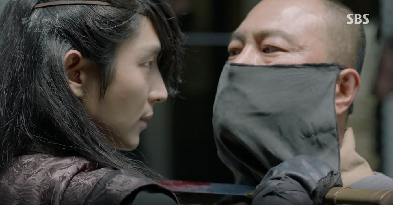 Moon Lovers: Đánh nhau chán chê, hoàng tử Baekhyun lại đột nhiên phải lòng IU - Ảnh 31.