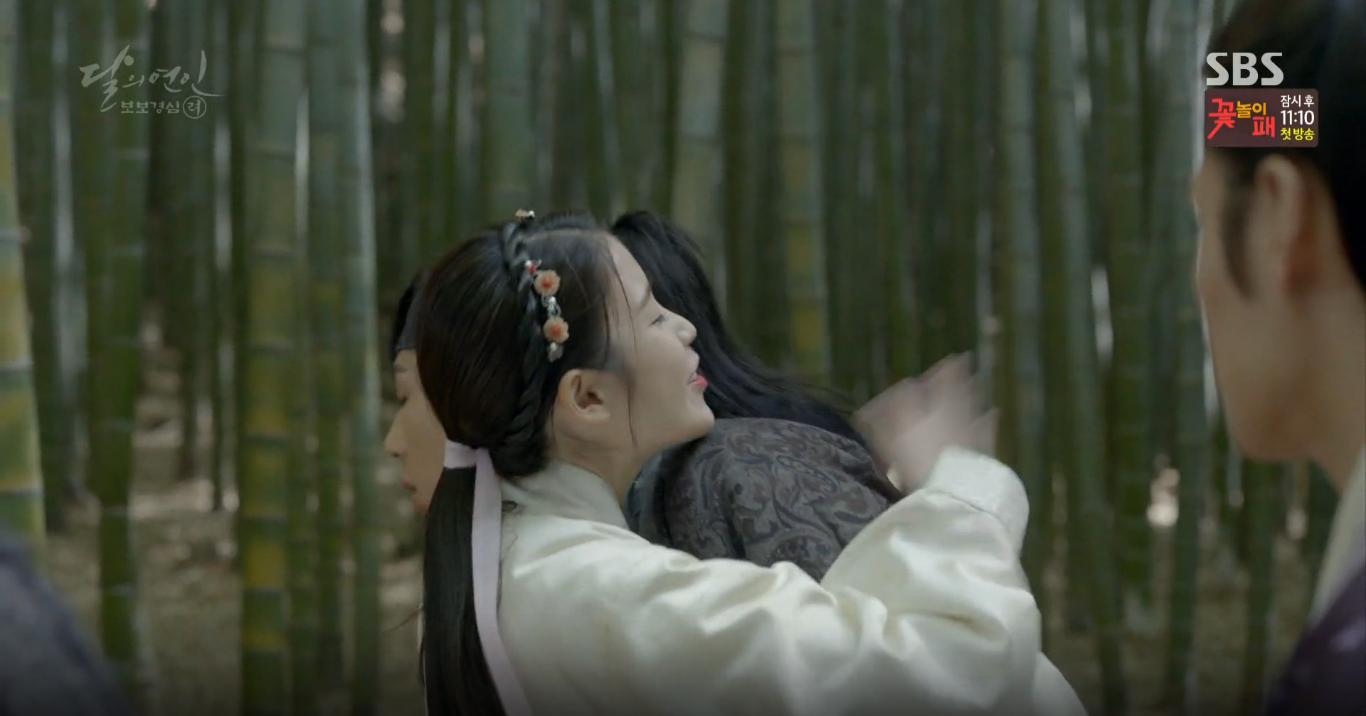 Moon Lovers: Tứ hoàng tử Lee Jun Ki thêm một lần xuất hiện kịp thời giải cứu IU - Ảnh 20.
