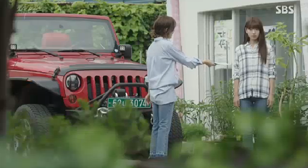 """""""Doctors"""": Ji Soo siêu ngầu, cướp Park Shin Hye từ tay Kim Rae Won - Ảnh 2."""